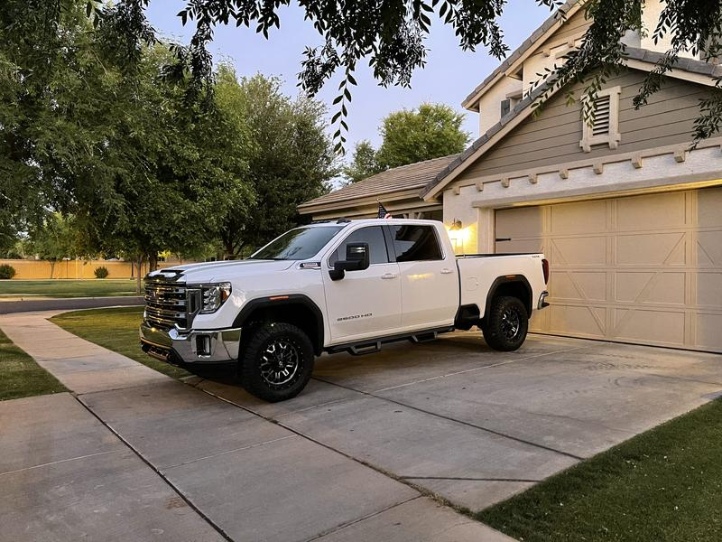 """Running boards with 2"""" level and 35"""" tires"""