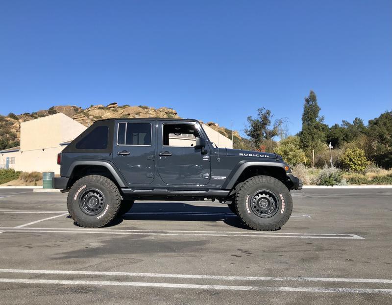 """Jeep JKU 3.5"""" lift 37"""" tires 17"""" wheels"""