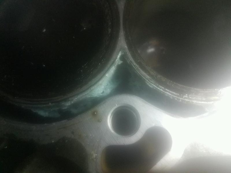Bluedevil 16 Oz Pour N Go Head Gasket Sealant 00209