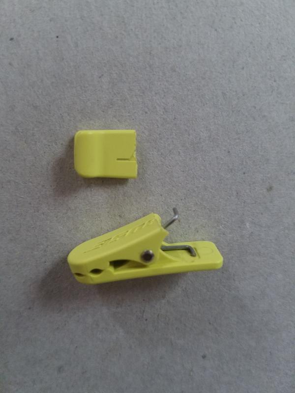 74efef93945 Bose SoundSport wireless headphones clothing clip | Bose headphones ...