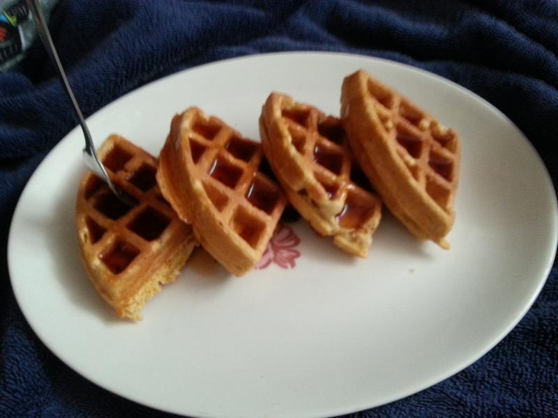 Rotating Waffle Maker Bella Housewares