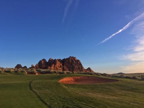 Approach view par-4 18th hole