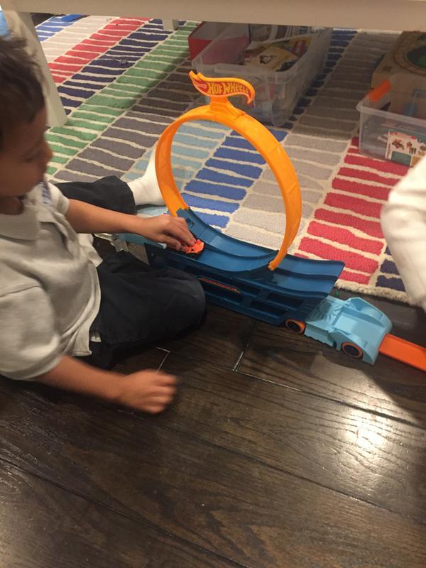 Mattel GCK38 Hot Wheels Stunt N Go Transporter & Trackset Sonstige Spielzeug-Artikel