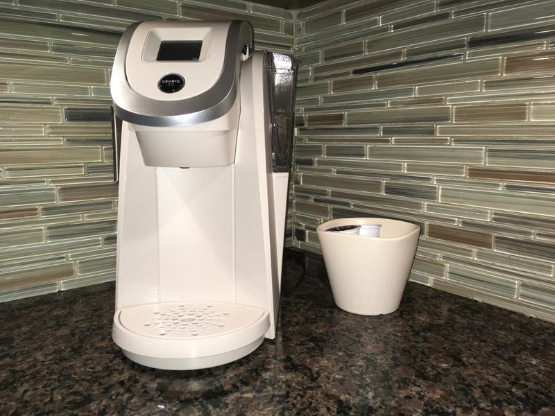 Keurig Single/Carafe Coffee Maker - K200 Plus - 1 2L - White