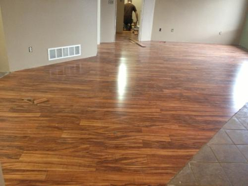 Pergo Xp Hawaiian Curly Koa 10 Mm Thick X 4 7 8 In Wide 47 Length Laminate Flooring 393 Sq Ft Pallet Lf000465 At The Mobile