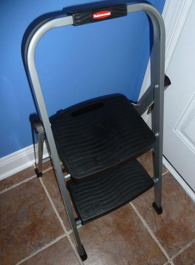 Swell Rubbermaid 2 Step Steel Step Stool Ladder Rm 2W At The Home Short Links Chair Design For Home Short Linksinfo