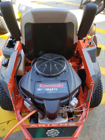 Ariens IKON X 52 in  23 HP Kawasaki Gas Hydrostatic Zero-Turn Riding