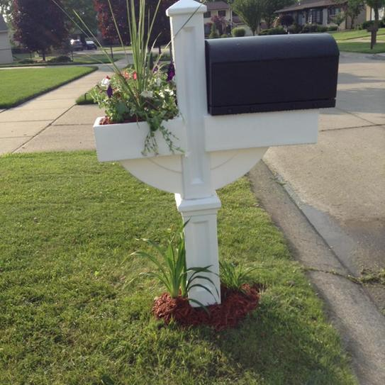 Step2 Mailmaster Hudson Mailbox With Planter 520900 At The Home