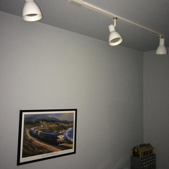 Even lighting throughout the room!