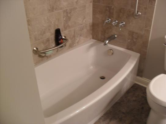 American Standard Ovation 5 ft. Right Drain Bathtub in Arctic White ...