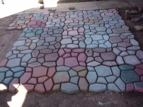 Customer Images (10) & Quikrete 2 in. x 24 in. x 24 in. Country Stone Walk Maker 692132 at ...