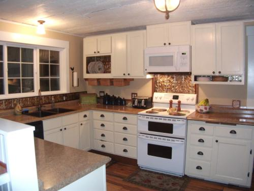 Beau Laminate Countertop In Jeweled Coral With Valencia Edge And Integrated  Backsplash 486652V8 At The Home Depot   Mobile