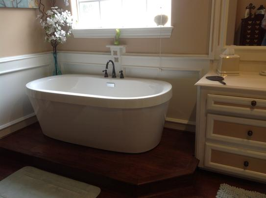 Delta Synergy 5 ft. Acrylic Freestanding Bathtub with Integrated ...