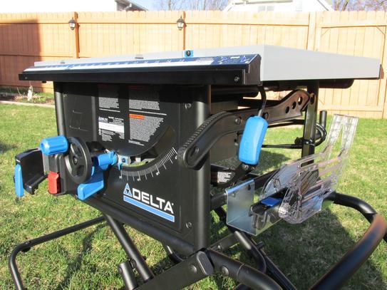 Delta 15 Amp 10 in  Left Tilt Portable Jobsite Table Saw