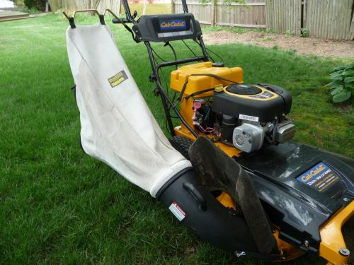 Cub Cadet 33 In Side Mounted Bagger For Wide Area Walk