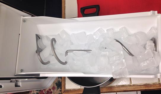 Ice bin, full. Auger pulls ice towards the front (left side)