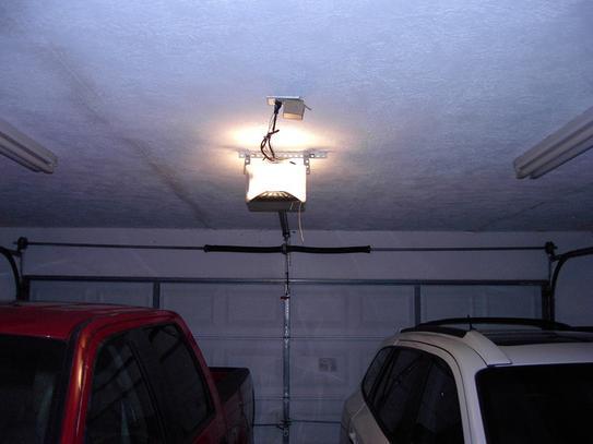 Chamberlain Premium 1 2 Hp Chain Drive Garage Door Opener