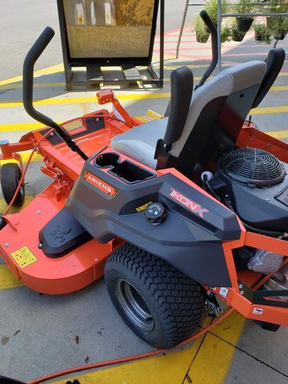 Ariens IKON X 52 in  23 HP Kawasaki Gas Hydrostatic Zero-Turn Riding