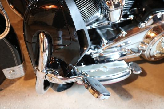 """1-1//4/"""" Motorcycle Chrome Highway Foot Pegs For Harley Street Glide FLHX Touring"""