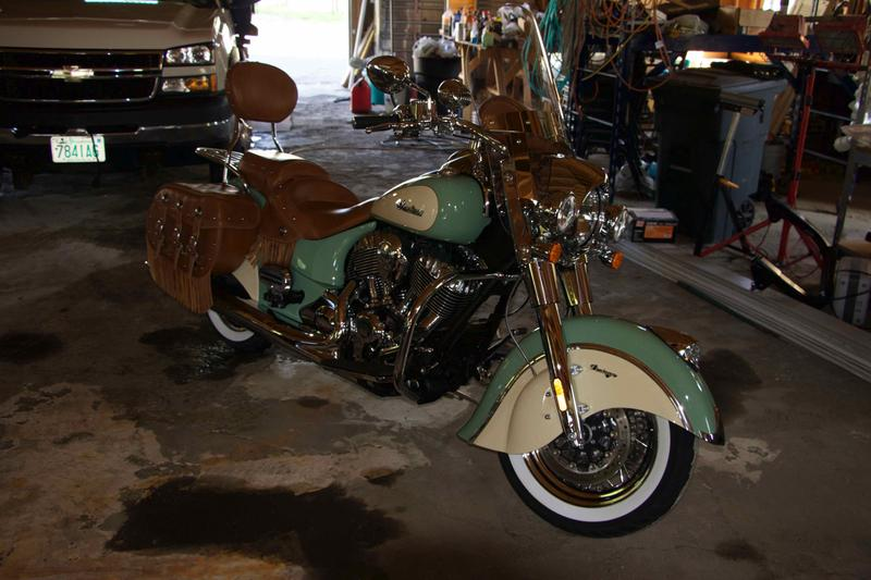 Reviews: Indian Chief Vintage Motorcycle | Indian Motorcycle