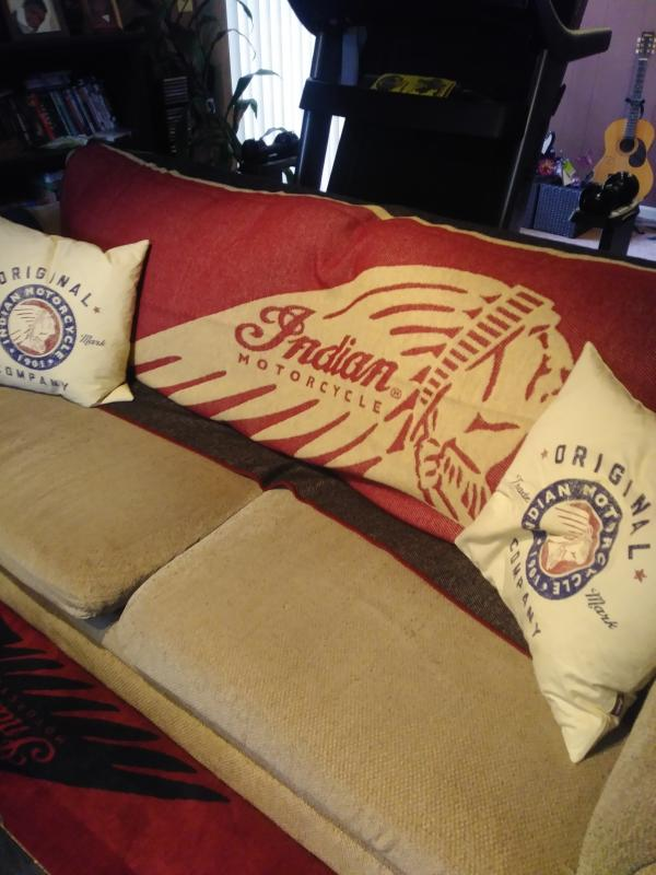 INDIAN MOTORCYCLE RED BLACK WHITE INDIAN WOOL THROW HEADDRESS LOGO 80 IN X 50 IN