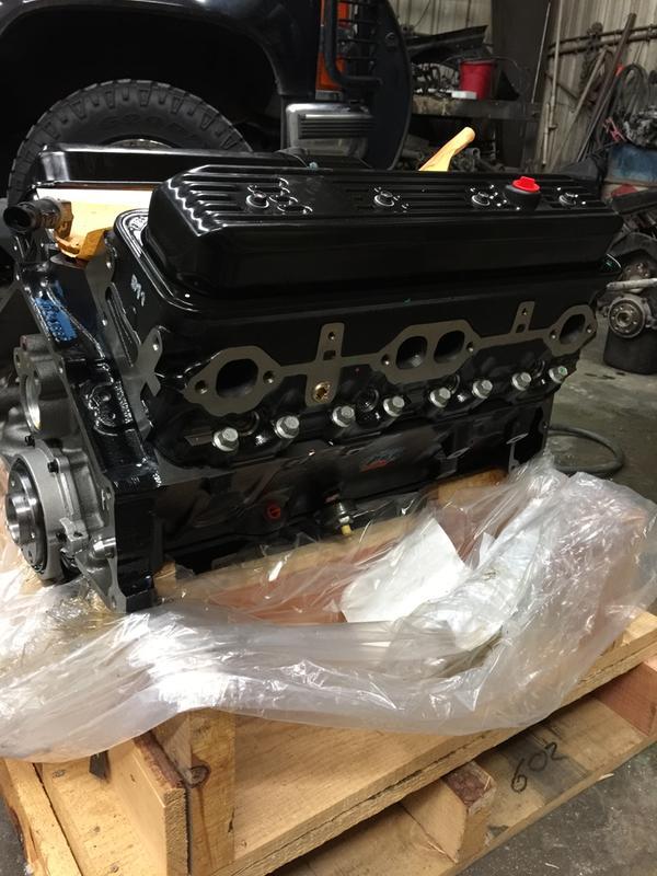 Chevrolet Performance 5 7L/350ci L31 Long Block Crate Engine with Vortec  Heads for GM Trucks/Vans