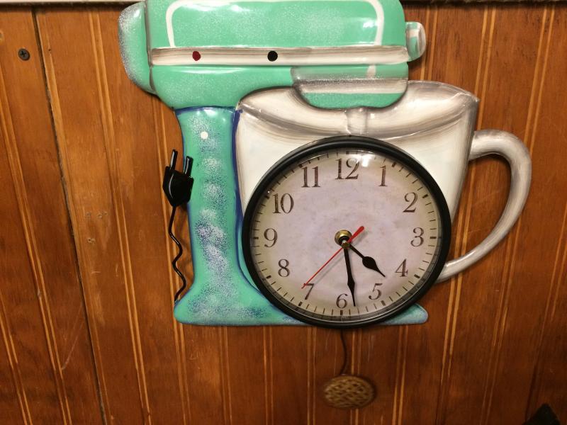 Retro Metal Pendulum Wall Clocks Nostalgic Sewing Machine Telephone Phone Mixer