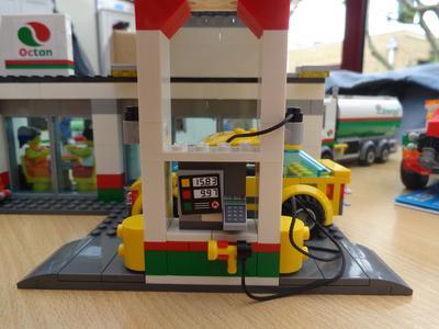 Service Station - 60132 | City | LEGO Shop