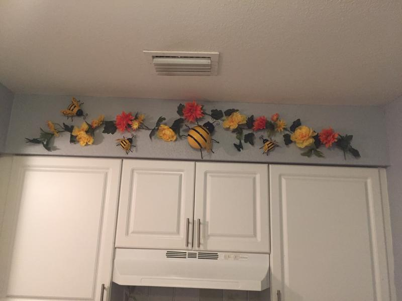 Honey Bee Kitchen Decor Collection Ltd Commodities