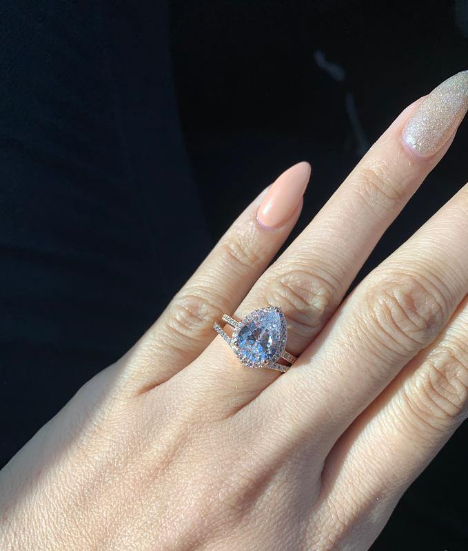 Sparkling Teardrop Halo Ring