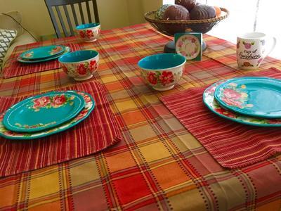 & The Pioneer Woman Vintage Floral 12-Piece Dinnerware Set - Walmart.com