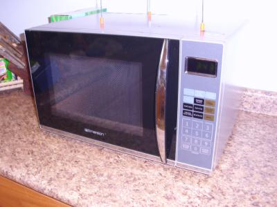 1 2 Cu Ft Microwave With Grill Emerson