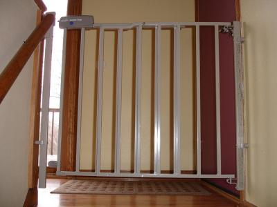 wooden extendable stair gate