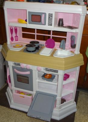 American Plastic Toys Cookin Kitchen With Accessories