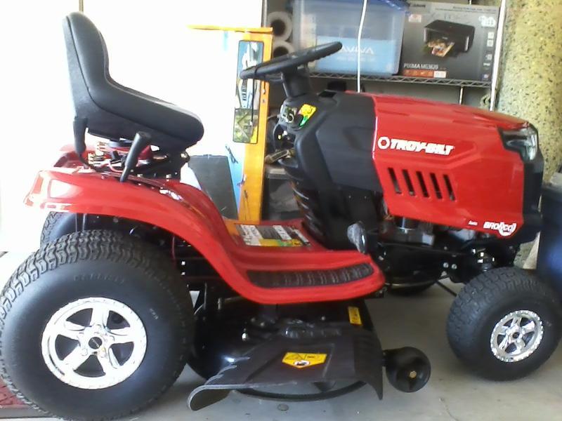 Bronco™ Lawn Tractor