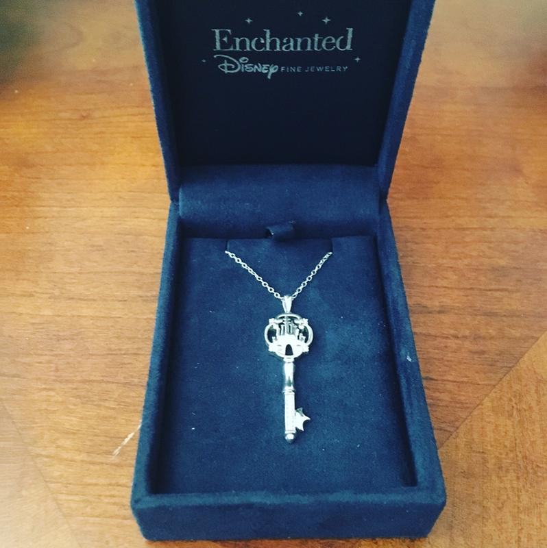 Zales Enchanted Disney Princess 1/20 CT. T.w. Diamond Castle Key Pendant in Sterling Silver - 19 F9Xhda